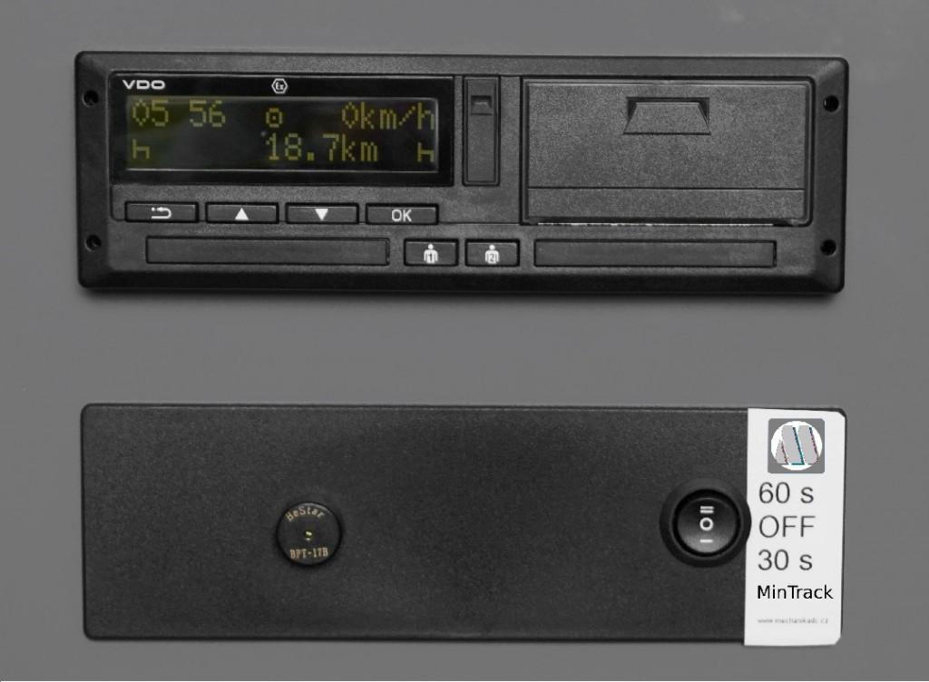 Ukázka zasazení zařízení MinTrack do palubní desky s DTCO 3.0